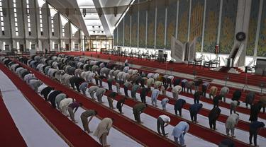 Melihat Umat Muslim Pakistan Itikaf di Bulan Ramadhan