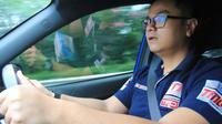 Tips mengemudikan mobil agar penumpang tidak merasa mual