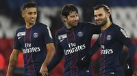 Striker PSG, Jese Rodriguez, bersama Marquinhos dan  Maxwel merayakan kemenangan atas Lille pada laga Liga 1 Prancis di Stadion Parc des Princes, Rabu (14/12/2016). Jese resmi meninggalkan PSG dan bergabung ke Stoke City. (AFP/Franck Fife)