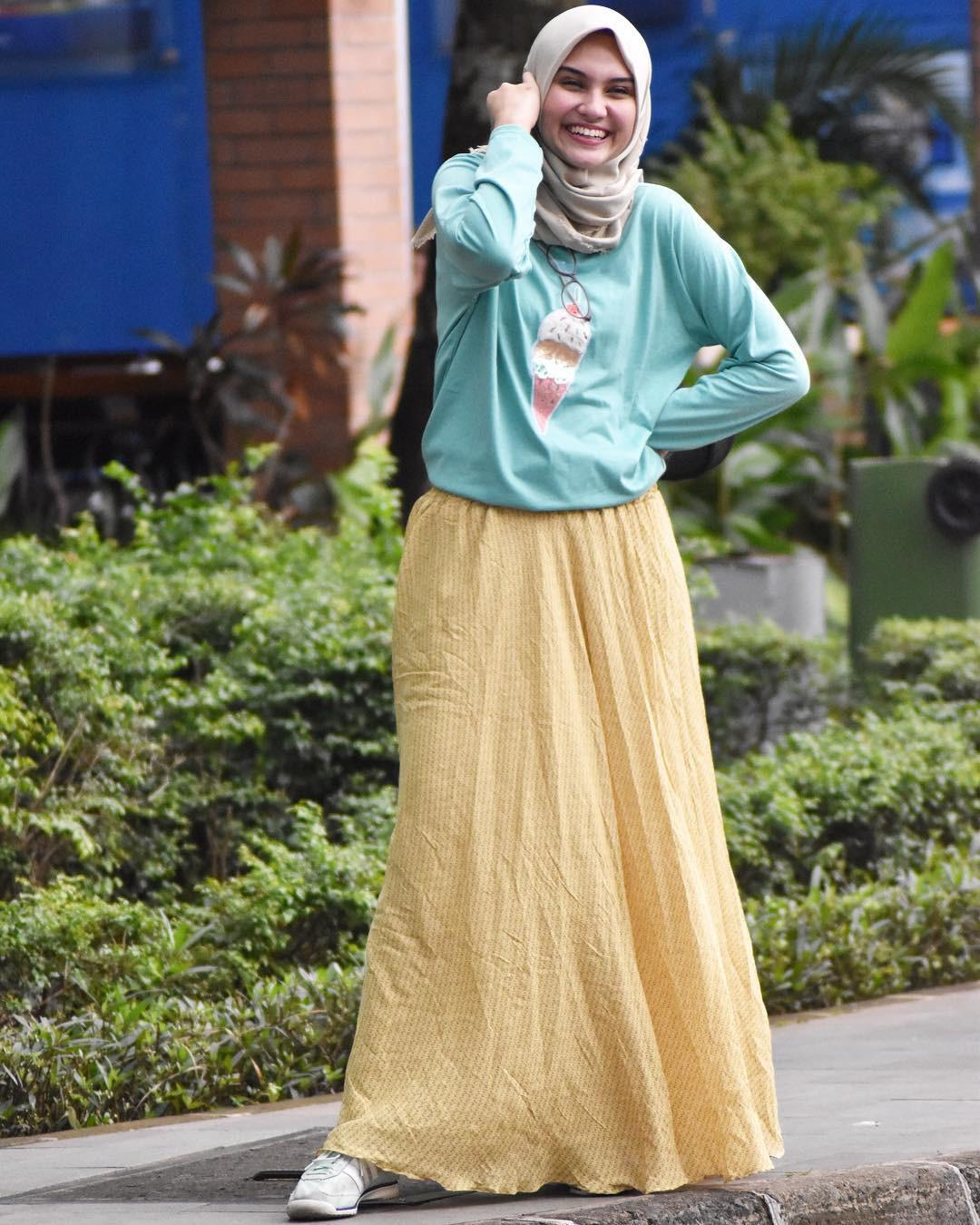Gaya hijab Zee Zee Shahab. (sumber foto: @zeezeeshahab/instagram)
