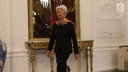 Direktur Pelaksana IMF Christine Lagarde mengunjungi Istana Merdeka, Jakarta, Senin (26/2). Lagarde menemui Presiden Jokowi untuk membahas persiapan Indonesia sebagai tuan rumah pertemuan tahunan IMF-Bank Dunia. (Liputan6.com/Angga Yuniar)