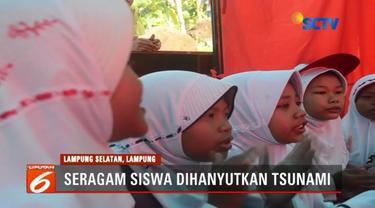 Sekolah rusak akibat diterjang tsunami di Lampung, ratusan anak-anak hingga kini terpaksa belajar di sebuah tenda darurat dengan perlengkapan seadanya.
