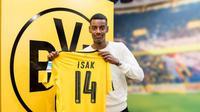 Striker Swedia Alexander Isak (17 tahun) resmi bergabung dari AIK ke Borussia Dortmund pada Senin (23/1/2017). (dok. bvb.de)