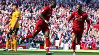 Winger Liverpool, Sadio Mane, berhasil membawa timnya unggul 1-0 atas Wolverhampton Wanderers pada babak pertama, laga pekan terakhir Premier League di Stadion Anfield, Minggu (12/5/2019). (AP Photo/Dave Thompson)