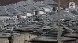 Pekerja menyelesaikan pembangunan rumah bersubsidi di Ciseeng, Bogor, Jawa Barat, Rabu (16/2/2021). Bank BTN menargetkan realisasi KPR mencapai lebih 200 ribu rumah pada 2021. (Liputan6.com/Johan Tallo)