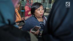 Anis Hidayah, warga yang tergabung dalam Aliansi Warga Cinta Depok, memberikan keterangan kepada wartawan di kantor Ombudsman RI, Jakarta, Jumat (26/7/2019). Kedatangannya untuk mengadukan perihal pemberlakukan aturan pemisahan parkir motor untuk laki-laki dan perempuan. (Liputan6.com/Faizal Fanani)