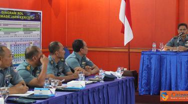 Citizen6, Tanjung Priok: Aslog Pangkolinlamil Kolonel Laut (T) Riyadi Syahardani memberikan arahan kepada tim pengadaan barang dan jasa bertempat di Gedung Laut Sulu, Mako Kolinlamil, Tanjung Priok, Jakarta, Selasa (11/9). (Pengirim: Dispenkolinlamil)