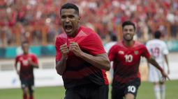Striker Indonesia, Alberto Goncalves, melakukan selebrasi usai membobol gawang Uni Emirat Arab (UEA) pada laga Asian Games di Stadion Wibawa Mukti, Jawa Barat, Jumat (24/8/2018). (Bola.com/Vitalis Yogi Trisna)