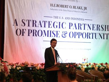 Duta Besar (Dubes) Amerika Serikat untuk Indonesia, Robert O Blake memberikan pidato dalam pidato perpisahan di Jakarta, Senin (18/7/2016). Dalam pidatonya menekankan bahwa Indonesia merupakan mitra penting bagi AS. (Liputan6.com/Faizal Fanani)