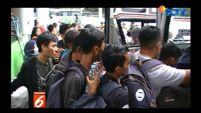 Guna mengantisipasi lonjakan penumpang, pihak terminal sebenarnya telah menyiapkan 75 bus angkutan tambahan.