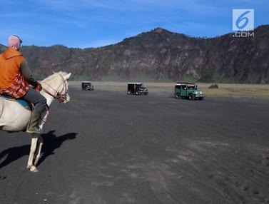 PHOTO: Berpetualang di Gunung Bromo dengan Joki Berkuda