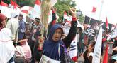Petani dari Jakarta, Jawa Barat, dan Jawa Tengah bersama Wahana Lingkungan Hidup Indonesia (WALHI) menggelar aksi unjuk rasa menolak kriminalisasi aktivis lingkungan hidup di depan Istana Negara, Jakarta, Kamis (11/12). (Liputan6.com/Immanuel Antonius)
