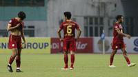Para pemain Barito Putera tampak lesu usai ditaklukkan Persikabo 1973 dalam laga pekan ke-4 BRI Liga 1 2021/2022 di Stadion Wibawa Mukti, Cikarang, Kamis (23/9/2021). Barito Putera kalah 0-3. (Bola.com/M Iqbal Ichsan)