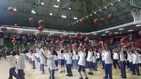 Ratusan anak-anak dari berbagai sekolah di Jakarta mengikuti acara penandatanganan kerjasaman Jr. NBA dengan Pemprov DKI di GOR Soemantri Brodjonegoro, Kuningan (Liputan6.com/Luthfie Febrianto)