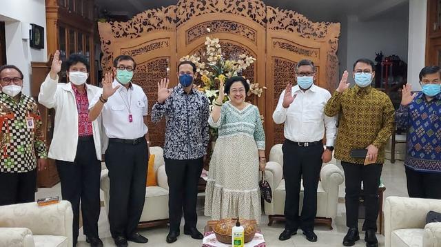 Pertemuan Ketua Umum PDIP Megawati dan Menteri Pendidikan Nadiem Makarim. (Foto: Istimewa).