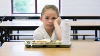 Makanan sehat untuk makan siang telah banyak disediakan oleh sekolah. Tetapi, sebuah penelitian menunjukkan bahwa siswa tidak memakannya. (Foto: http://dailysignal.com/)