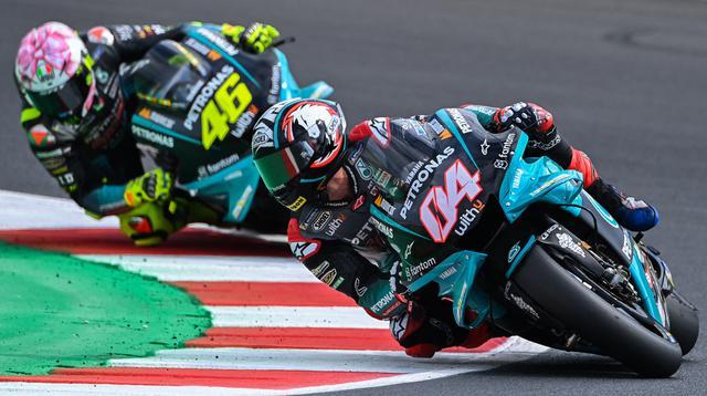 Andrea Dovizioso dan Valentino Rossi pada balapan MotoGP San Marino di Sirkuit Misano. (ANDREAS SOLARO / AFP)