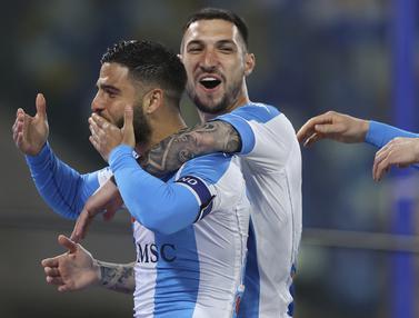 FOTO: Menang 5-2 atas Lazio, Napoli Ramaikan Persaingan Papan Atas - Lorenzo Insigne