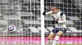 Pemain Tottenham Hotspur Gareth Bale mencetak gol ke gawang Crystal Palace pada pertandingan Liga Inggris di Stadion Tottenham Hotspur, London, Inggris, Minggu (7/3/2021). Tottenham Hotspur melumat Crystal Palace 4-1. (Clive Rose/Pool via AP)