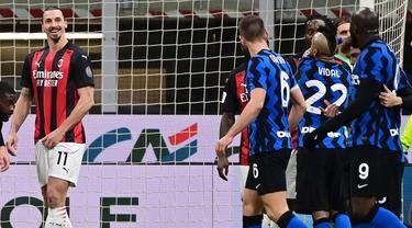 FOTO: Momen Romelu Lukaku Meradang Hingga Zlatan Ibrahimovic Dipaksa Keluar Lapangan