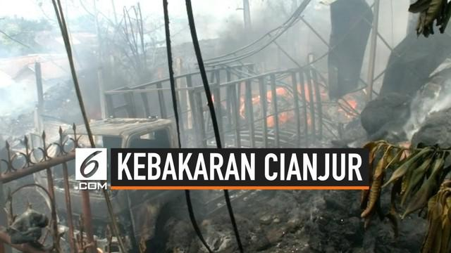 Pabrik pengolahan ijuk di Desa Nagrak, Kecamatan Cianjur, Kabupaten Cianjur, Jawa Barat terbakar, Kamis (22/8/2019).