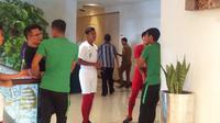 """Pemain [Timnas Indonesia](3662099 """""""") dan U-19 berada di satu penginapan karena kedua tim akan sama-sama menjalani laga uji coba internasional pada Rabu (10/10/2018). (Bola.com/Benediktus Gerendo Pradigdo)"""