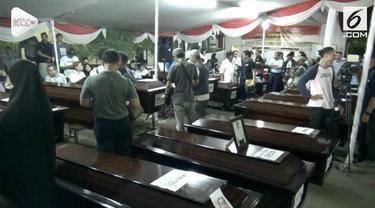 Tim DVI Polri berhasil mengidentifikasi 44 jenazah korban Lion Air JT 610. Sebagian dari korban telah diserahkan ke pihak keluarga korban