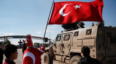 Dukungan Warga Turki untuk Tentaranya yang Perangi Kurdi di Suriah