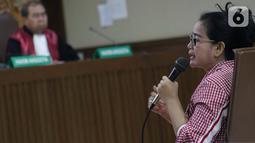 Terpidana dalam kasus korupsi proyek e-KTP, Miryam S Haryani menjawab pertanyaan saat menjadi saksi dalam sidang lanjutan kasus dugaan korupsi terkait pengadaan e-KTP dengan terdakwa Markus Nari di Pengadilan Tipikor, Jakarta, Rabu (9/10/2019). (Liputan6.com/Helmi Fithriansyah)