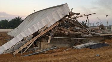 Bangunan SPAM untuk mengalirkan air bersih ke rumah warga roboh setelah dibangun