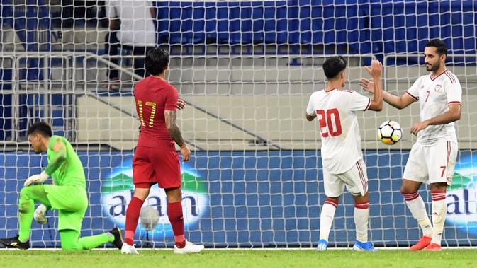 Pemain Timnas UEA berselebrasi setelah menjebol gawang Timnas Indonesia di Stadion Al Maktoum, Dubai (10/10/2019). ( (AFP/Karim Sahib)