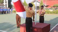 Para tahanan terlihat gagah saat menjadi petugas upacara peringatan Hari Pramuka di LP Kelas I Kedungpane Semarang.