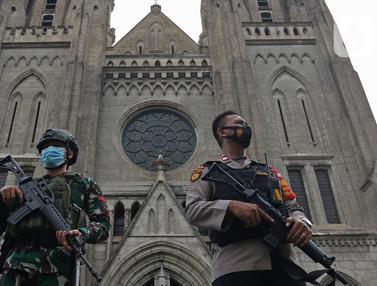FOTO: TNI - Polri Amankan Perayaan Paskah di Gereja Katedral