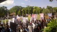 Demo mendukung reklamasi Teluk Benoa, Bali. (Liputan6.com/Dewi Divianta)