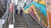 Old Town Central merupakan salah satu destinasi wisata buatan bernuansa artsy yang ada di Hong Kong. Kawasan ini dikelilingi bangunan-bangunan tua yang terkesan sudah tidak terpakai. (Liputan6.com/ Eka Laili Rosidha)