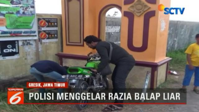 Dianggap meresahkan dan mengancam nyawa pengguna jalan, sejumlah remaja yang hendak menggelar balap liar ditangkap aparat Polsek Cerme, Gresik, Jawa Timur. Dalam razia balap liar itu, sejumlah remaja sempat berusaha kabur.