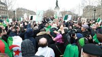 Demonstrasi di Aljazair, tuntut Presiden Abdelaziz Bouteflika yang telah berkuasa selama 20 tahun untuk mundur (AFP PHOTO)