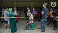 Lansia menghadiri kegiatan Sentra Vaksinasi Bersama COVID-19,  Jakarta, Senin (15/3/2021). Sentra Vaksinasi Bersama COVID-19 bagi lansia ini berlangsung pada 8 Maret hingga 10 Mei 2021. (Liputan6.com/Faizal Fanani)