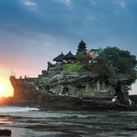 Ilustrasi Bali | unsplash.com/@harrykessell
