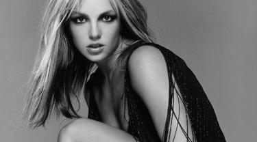 Untuk membuktikan fotonya bukan hasil editan, Britney kembali mengunggah foto berbikini yang lain dengan keseksian yang tak kalah menarik.
