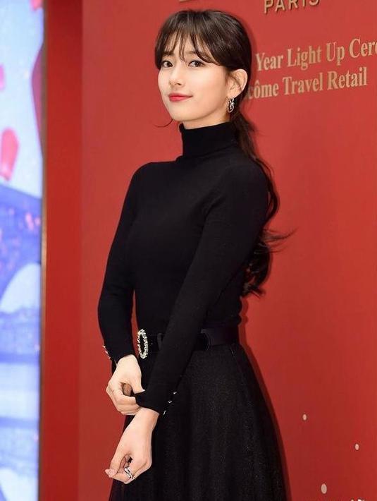 Aktris Bae Suzy dikenal selalu tampil anggun dengan berbagai padu padan skirt salah satunya tutu skirt. Berikut ini deretan OOTDnya yang bisa kamu jadikan inspirasi. (Instagram/ skuukzky)