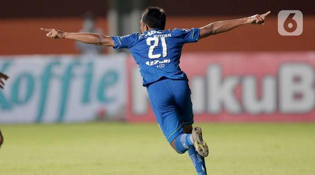 Pemain Persib Bandung, Frets Listanto Butuan (Bola.com/Arief Bagus)