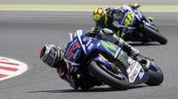Pebalap Yamaha Jorge Lorenzo dan Valentino Rossi (Reuters)