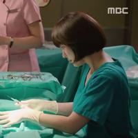 Yannie Kim kembali tampil dalam drama Korea berjudul Hospital Ship. Drama ini dibintangi Ha Jiwon dan Minhyuk. (Via MBC)