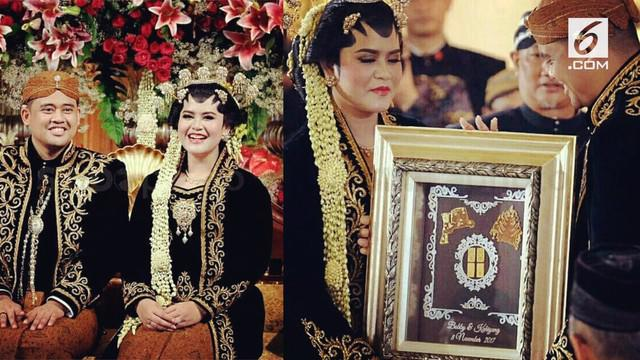 Kahiyang Ayu, putri Presiden Joko Widodo baru saja melahirkan anak pertamanya. Sebelum menikah ternyata Kahiyang dan Bobby merupakan teman kuliah yang berujung ke pelaminan.