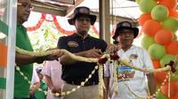 Gubernur DKI Jakarta Anies Baswedan meresmikan JakGrosir di Kepulauan Seribu.