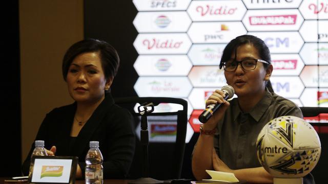 Sekjen PSSI, Ratu Tisha, memberikan keterangan saat menggambar perempat final Piala Presiden 2019. (Bola.com/Yoppy Renato)