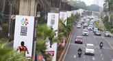 Tiang monorel terbengkalai digunakan untuk alat peraga Asian Para Games di Senayan, Jakarta, Jumat (19/10). Pemprov DKI Jakarta saat ini sedang melakukan pengkajian guna memanfaatkan kembali tiang pancang monorel tersebut. (Liputan6.com/Immanuel Antonius)