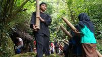 Ilustrasi - Ritual pengambilan air dari mata air atau Tuk Sikopyah jadi tradisi masyarakat Serang, Purbalingga untuk peringati tahun baru Hijriah dan kampanye melestarikan alam. (Foto: Liputan6.com/Dinkominfo PBG/Muhamad Ridlo)