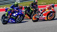 Pembalap Repsol Honda, Marc Marquez, berada di depan tiga rider Yamaha, yaitu Maverick Vinales, Valentino Rossi dan Johann Zarco, pada MotoGP Amerika Serikat, Minggu (22/4/2018). (MotoGP.com)